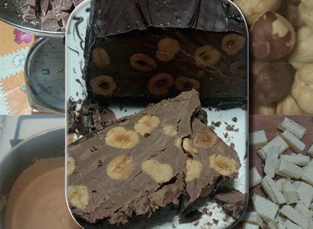 Cioccolato bianco e al latte in un morbido torrone
