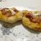 La montanara, la pizza fritta con sugo e mozzarella